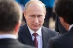 Der russische Präsident Wladimir Putin vor dem serbischen Palast