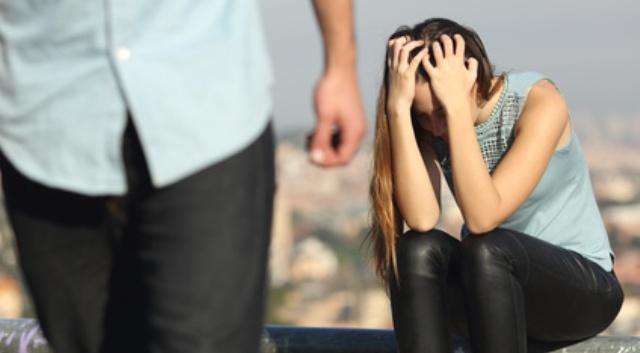 Der Narzisst lässt seine Partnerin allein zurück