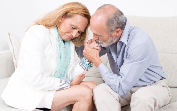Eine Narzisstin baut sich über das Mitgefühl anderer auf: Der Ehemann zeigt Mitgefühl
