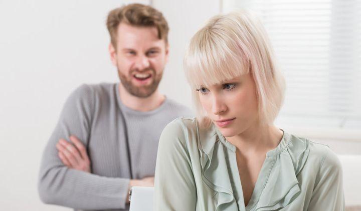 Was kennzeichnet eine toxische Beziehung mit einem Narzissten?